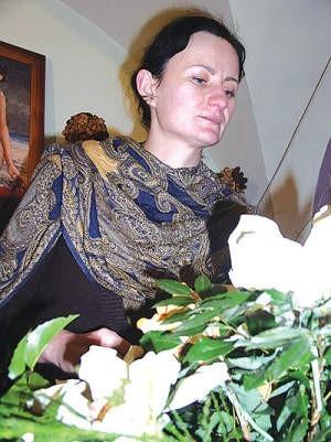 Iwona Kubiak, świeżo upieczona pani młoda, nie przypuszczała, że największe problemy podczas ceremonii ślubnej będą z kieliszkami. Andrzej Czerny