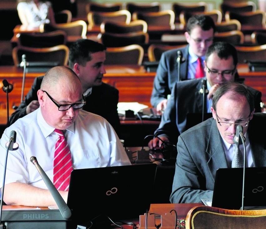 Radni klubu PiS poparli część PO i wprowadzili większą kontrolę nad decyzjami prezydenta