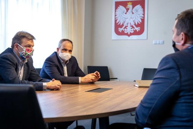 Zakażeni koronawirusem są: prezes Jerzy Ostrouch oraz wiceprezes Robert Surowiec.