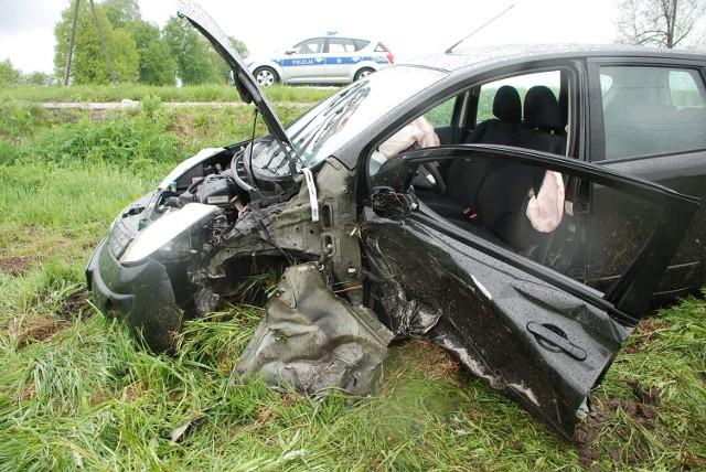 Wypadek w Białej: Zderzenie nissana z ciężarówką