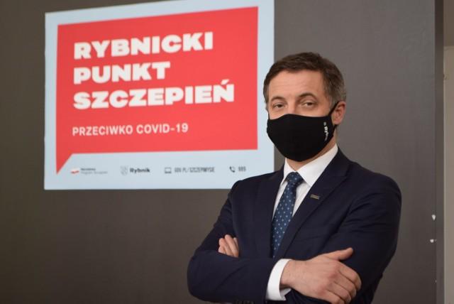 - W imieniu mieszkańców Rybnika apeluję o znaczące zwiększenie ilości szczepionek dostarczanych do rybnickich punktów - zaapelował prezydent Piotr Kuczera.   Zobaczkolejnezdjęcia. Przesuwajzdjęcia w prawo - naciśnij strzałkę lub przycisk NASTĘPNE