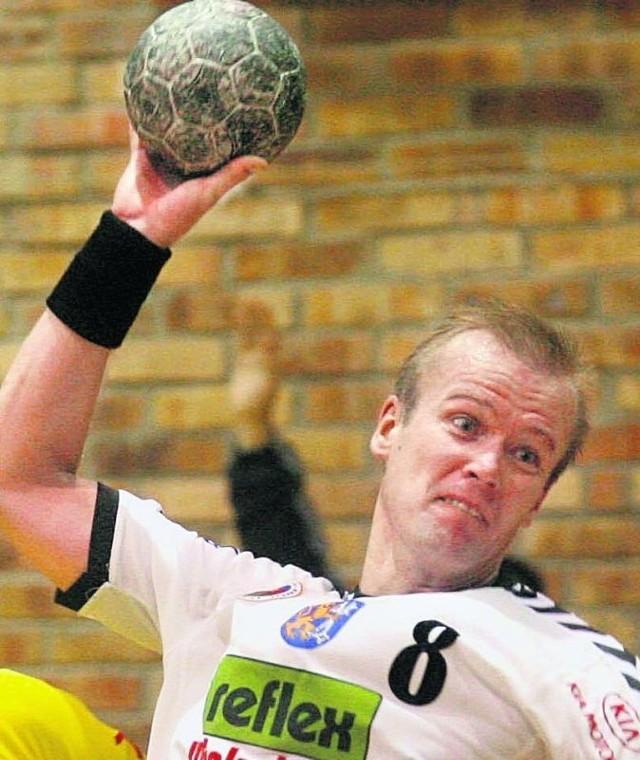 P. Będzikowski niegdyś gracz, obecnie trener Miedzi