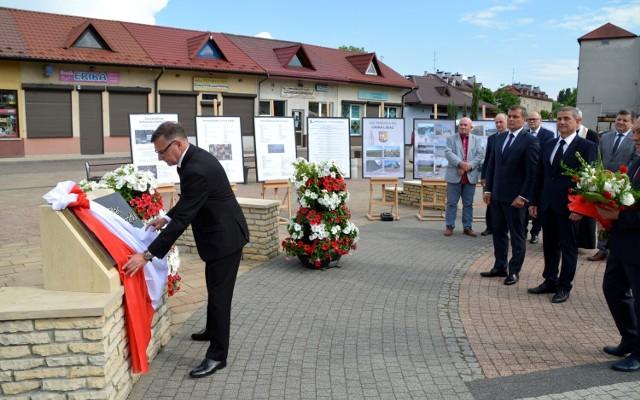 W hołdzie samorządowcom w Libiążu: uroczysta sesja, tablica i plac.