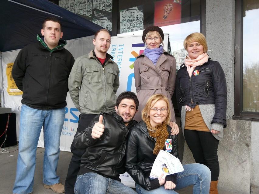 Przedstawiciele Biura Wymiany Międzynarodowej, Erasmus Student Network LUT i student z Turcji