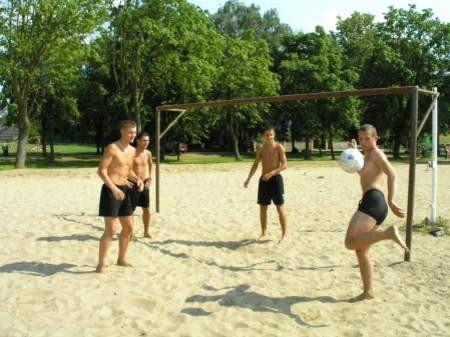 Boisko do Beach Soccera  w Charzykowach służy także wczasowiczom.
