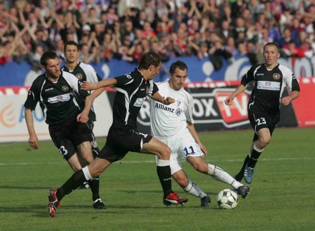 Następny mecz zabrzan (w białym stroju Dawid Jarka) w ekstraklasie odbędzie się dopiero za rok, a przecież jeszcze kilka miesięcy temu w klubie deklarowano walkę o mistrzostwo kraju