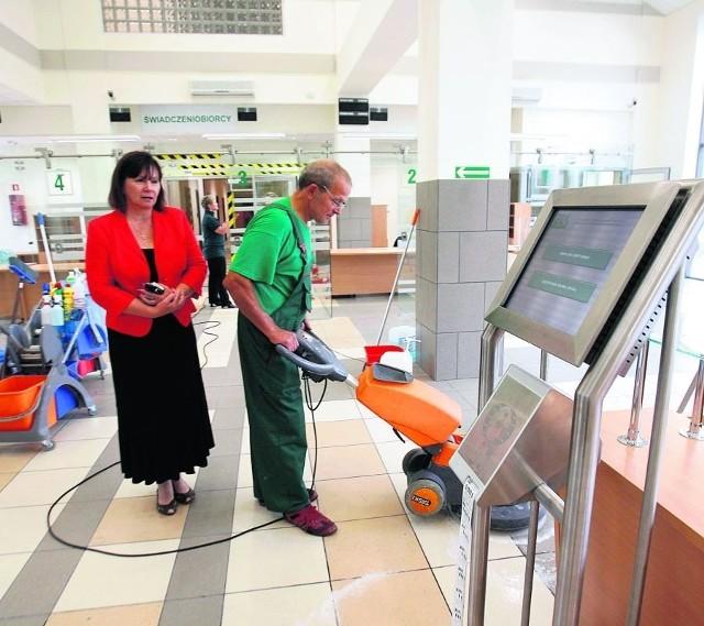- Klienta pokieruje specjalna maszyna informacyjna - mówi Elżbieta Kurek z ZUS-u