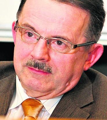 Franciszek Kotulski, adwokat:Polska nie była inicjatorem spisu w 2011  roku, tylko Unia Europejska. Spisy nie robi się po to, żeby dowiedzieć się, jak ktoś dojeżdża do pracy tylko dla celów podatkowych, ile jeszcze ludziom uda się śruby przykręcić. Nie jestem przekonany, że statystyka otrzymała nowe informacje. Czy z tego, że tak liczna grupa określiła się po raz pierwszy jako narodowość śląska, coś wynika? Mniejszości narodowe mają swoje prawa wynikające wprost z ustawy. Czy w związku z tym ten wynik przełoży się na to? Ta mniejszość będzie miała m.in. prawo do nauki języka, rozwoju kultury oraz preferencji wyborczych? Powątpiewam.
