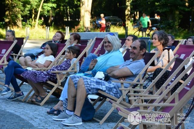 Weekendowy występ Symetrio w Parku Zielona Zobacz kolejne zdjęcia/plansze. Przesuwaj zdjęcia w prawo - naciśnij strzałkę lub przycisk NASTĘPNE