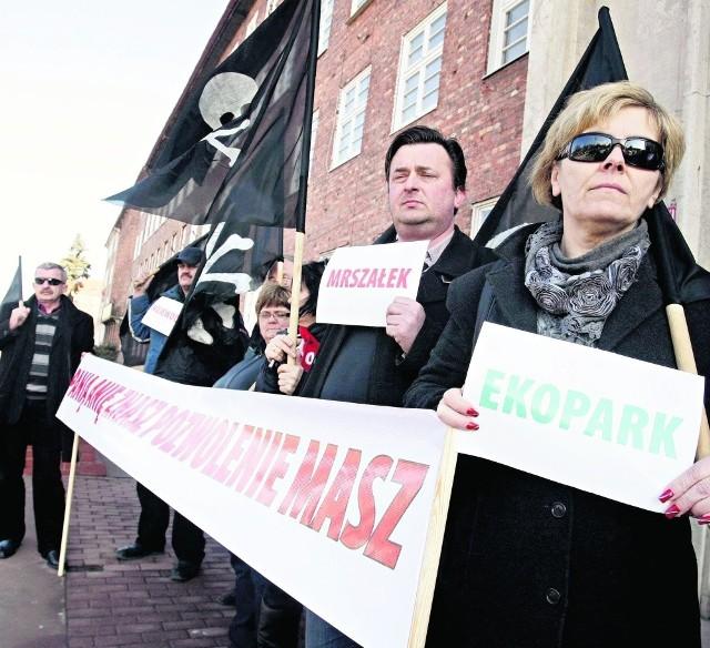 Happening odbył się pod Urzędem Marszałkowskim