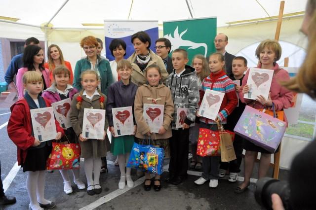 Dzieci z Lublina i regionu malowały laurki, by zachęcić mamy do badań