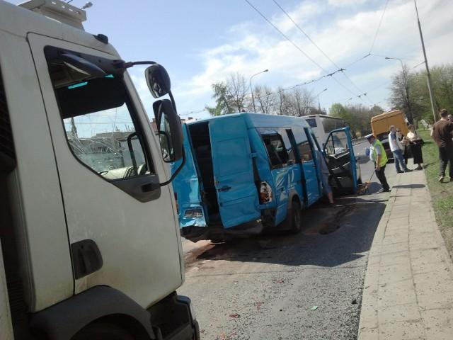 Al. Kraśnicka: Zderzenie busa i trzech innych pojazdów (FOTO)