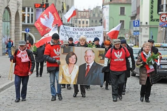 Trzecia rocznica katastrofy smoleńskiej - marsz w Poznaniu.