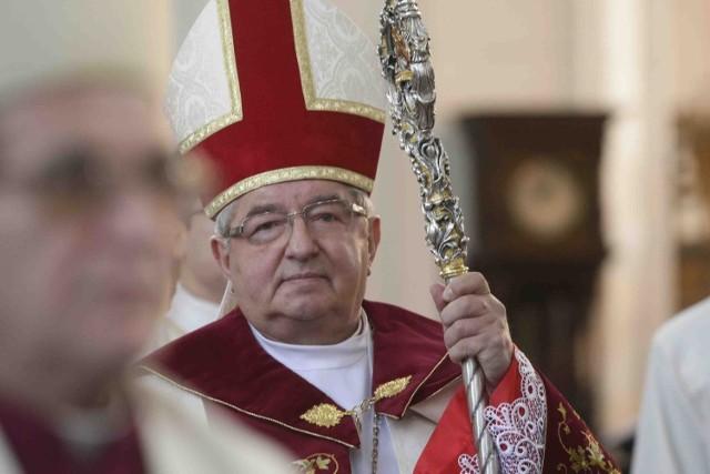 Arcybiskup święcenia kapłańskie otrzymał z rąk ks. bp. Gulbinowicza w Białymstoku w 1970 r.