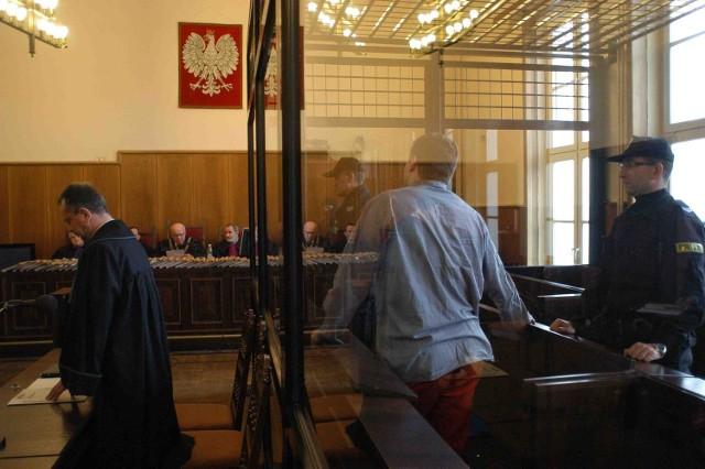 Ryszard N. ps. Rzeźnik (z prawej) podczas wczorajszego ogłoszenia wyroku w bielskim Sądzie Okręgowym