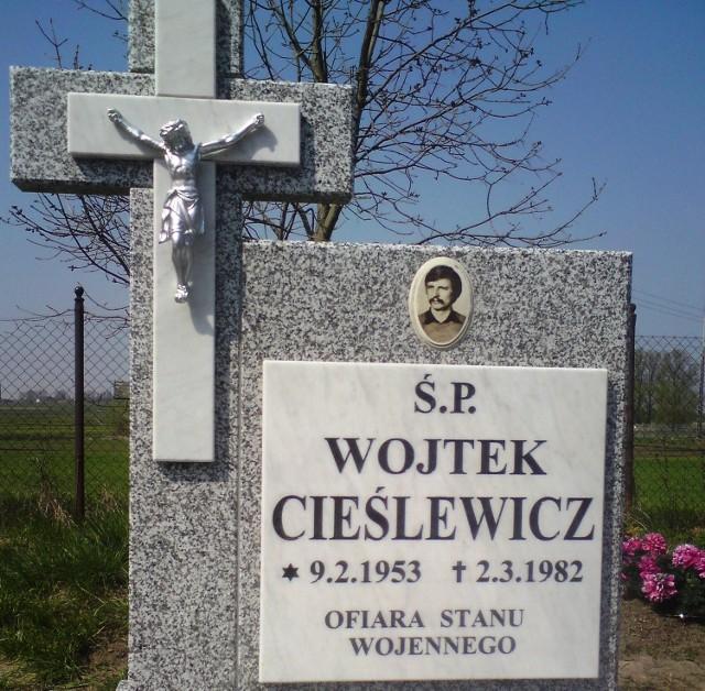 Grób Wojciecha Cieślewicza