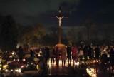 Wszystkich Świętych: Cmentarz w Rudzie Śląskiej Kochłowicach nocą [ZDJĘCIA]
