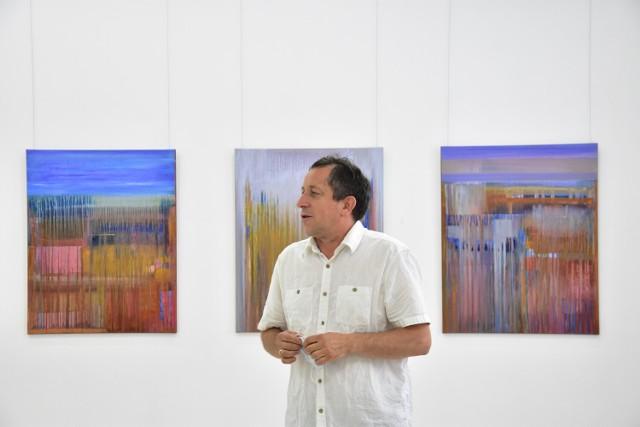 """Wernisaż wystawy """"Kolor w drodze"""" w Muzeum Ziemi Pałuckiej w Żninie."""