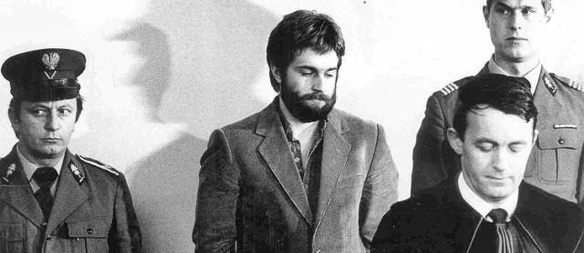 Władysław Frasyniuk (z brodą) zasłynął udziałem w akcji, dzięki której udało się ocalić 80 mln zł dolnośląskiego oddziału Solidarności. Właśnie powstał o tym film