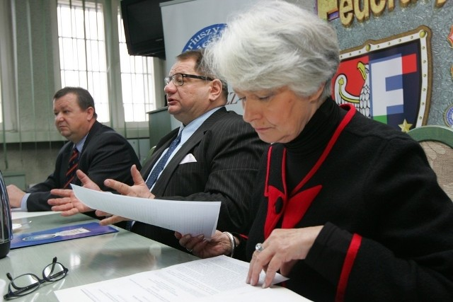 Ryszard Kalisz i Krystyna Łybacka spotkali się w Poznaniu ze związkowcami służb mundurowych
