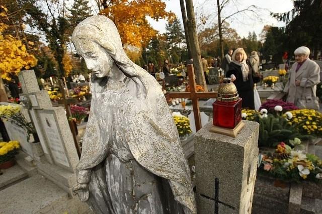1 i 2 listopada to szczególne dni w roku, w których powinniśmy znaleźć czas na zadumę oraz rozważania o życiu i śmierci