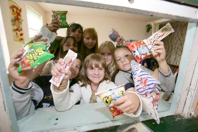 Krzysztof Piątkowski, wiceprezydent miasta odpowiedzialny za oświatę  rozpoczyna walkę ze słodyczami i gazowanymi napojami w sklepikach szkolnych.