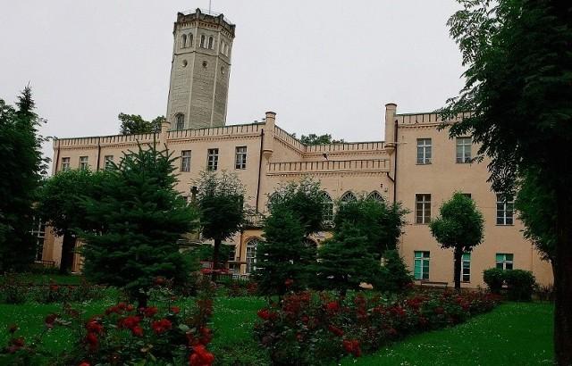 Siedziba królewska w Mysłakowicach ma się zamienić ze szkoły w luksusowy hotel