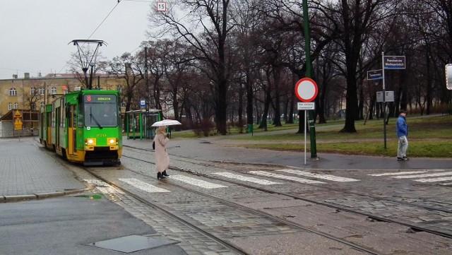 Tramwaje pięciu linii jeżdżą dzisiaj ulicą Towarową
