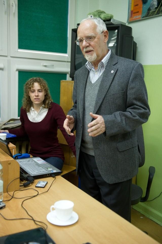 Profesor Jażdżewski odwiedził XXIV LO z córką Anną