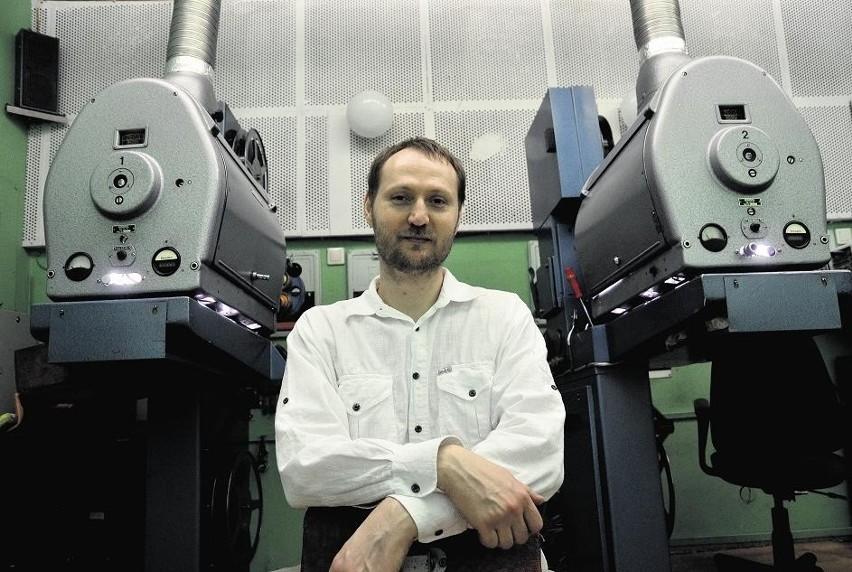Piotr Zakens w projektorni  - swoim ulubionym miejscu poznańskiego kina Rialto