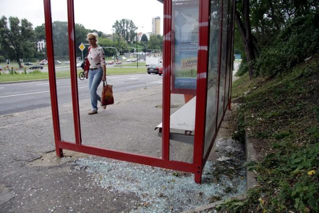 W Lublinie chuligani niszczą wiaty chuligani