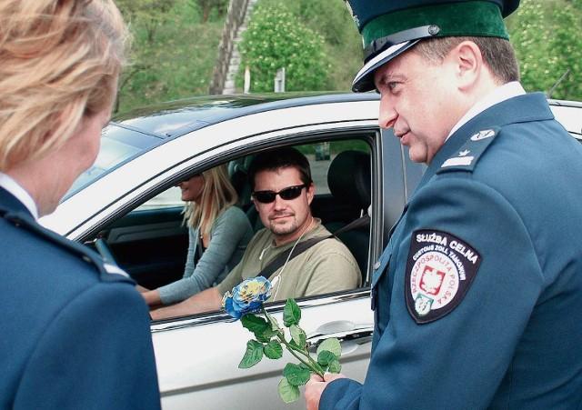 Celników rozdających róże można było spotkać w Cieszynie