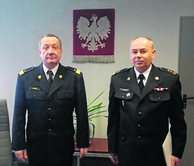 Nadbryg. Stanisław Nowak (na zdj. po lewej) oraz bryg. Piotr Gadowski - nowy p.o. komendanta bocheńskich strażaków