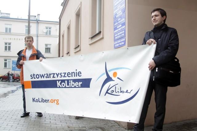 """Lublin: Dwuosobowa """"pikieta"""" w sprawie długu publicznego"""