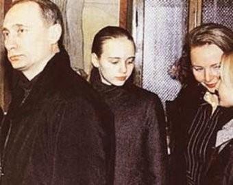 Władimir Putin z żoną i córkami
