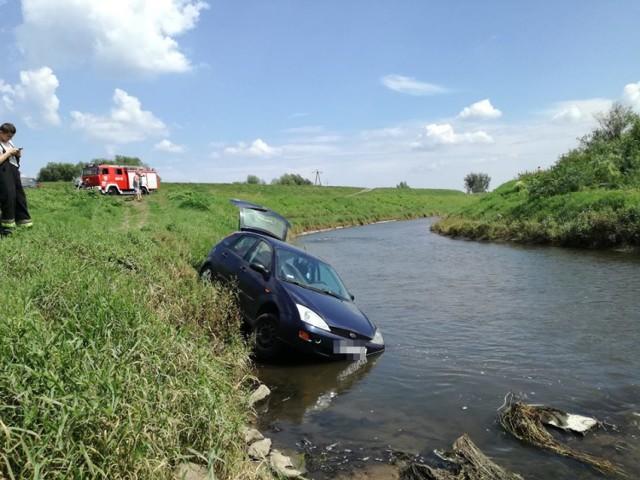 W Turzu samochód wjechał do rzeki Rudy
