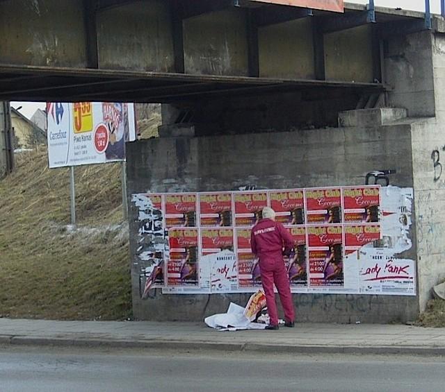 Straż miejska może usunąć plakaty, ale nie billboardy