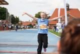 Międzychód. II Bieg Europejski w Krainie 100 Jezior - setki dzieci biegały na Stadionie Miejskim w Międzychodzie