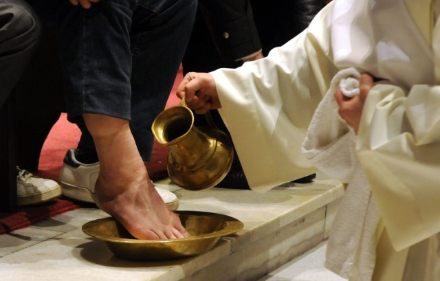 Obrzęd obmycia nóg w kościele pw. Michała Archanioła w Lublinie