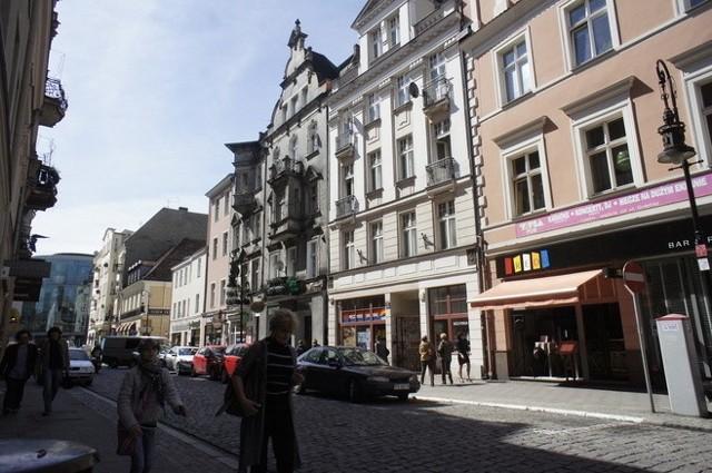 Ulica Wrocławska jeszcze z samochodami