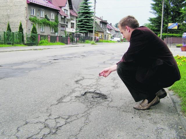 Mieszkańcy Nowego Targu nie mogą się nadziwić, że nawierzchnia nie wytrzymała 5 lat