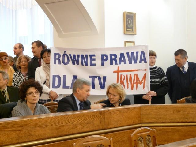 Protesty przeciwko decyzji Krajowej Rady Radiofonii i Telewizji ws. Telewizji TRWAM miały miejsce m.in. podczas sesji Rady Miasta w Lublinie
