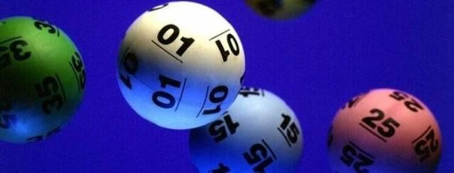 """W czwartkowym losowaniu Lotto tylko jeden gracz trafił """"szóstkę"""" wygrywając aż 33 787 496.10 zł."""