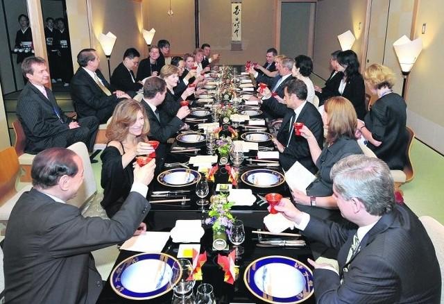 Przywódcy najbogatszych państw świata podczas uroczystej kolacji, na której zaserwowano 19 potraw