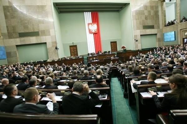 Bronisław Komorowski na czele rankingu zaufania, wśród polityków, którym Polacy  nie ufają przewodzi Jarosław Kaczyński - te wyniki sondażu CBOS nie zaskakują. W najnowszym badaniu pojawiły się jednak także nazwiska nowych ministrów i innych polityków, których dotychczas próżno było szukać w rankingu.
