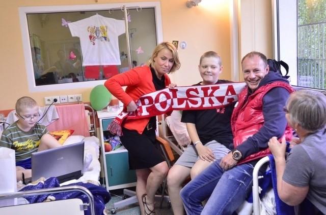 Tuż przed Euro 2012 członkowie Drużyny Szpiku, a wśród nich piłkarz Piotr Reiss, odwiedzili małych pacjentów z kliniki przy ulicy Szpitalnej w Poznaniu.