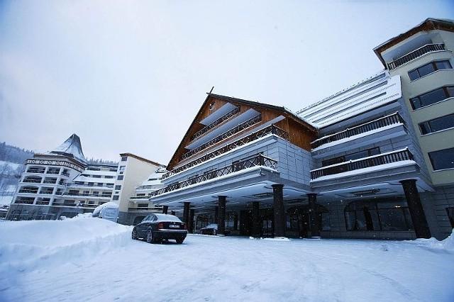 Na razie w hotelu otwarto jedynie dwie kondygnacje, goście mogą korzystać ze 120 pokojów hotelowych i dwóch restauracji