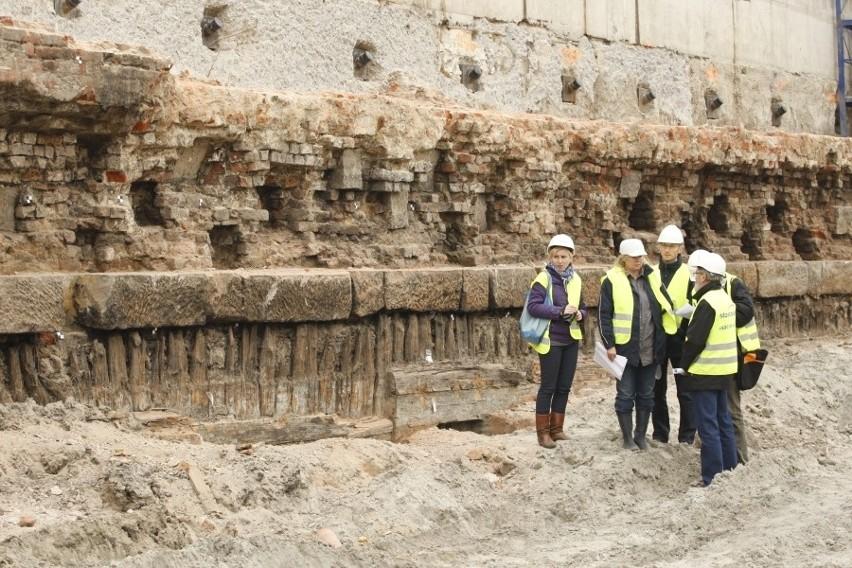 Wrocław: Budowa Forum stanie przez zabytkowy mur? (ZDJĘCIA)