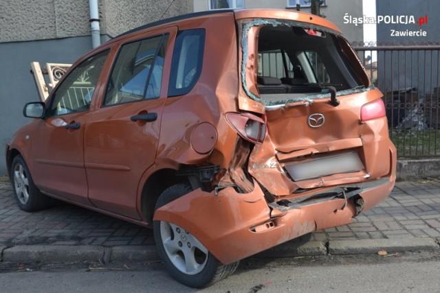 Nietrzeźwy kierowca w Łazach uszkodził trzy pojazdy oraz elementy ogrodzenia.