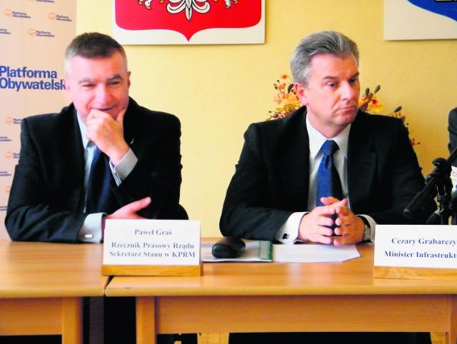 Rzecznik rządu Paweł Graś (z lewej strony) i minister Cezary Grabarczyk wysłuchali kolejnych propozycji dotyczących budowy drogi ekspresowej S-1. Nic nowego w sprawie się nie zdarzyło